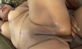 Curvy floozy Marbella Del Mar likes being fucked in both holes