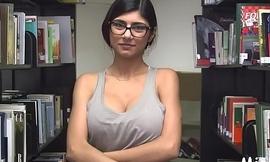 Big tits of arab floozy get in nature'_s garb