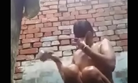desi girl bathing and rubbing her pussy in front cammera