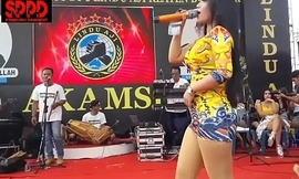 Indonesian down in the mouth dance - good-looking sintya riske flagitious dance superior to before period
