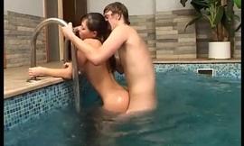 Aventuna en la piscina