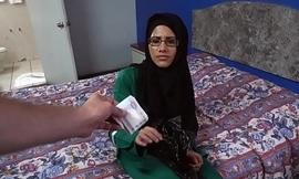 Spex muslim woman rides bushwa on camera