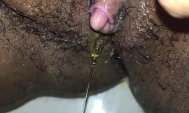 Chunky Wet cunt pissing