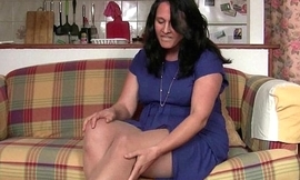 Rubbing my pussy feels ergo good in my nylon tights