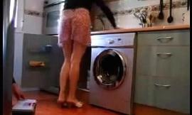 Mulher safada levantando a saia pro encanador